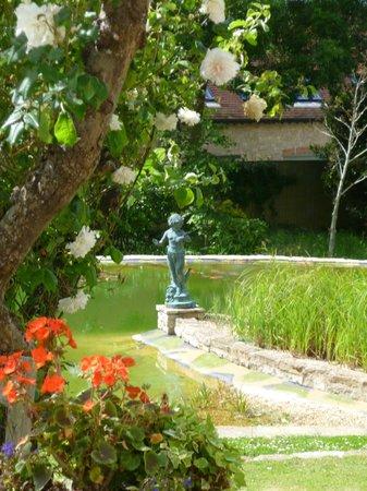 Applegrove: The pond