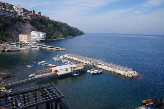 Casa a Mare: vista dal balcone (e dall'interno della camera)