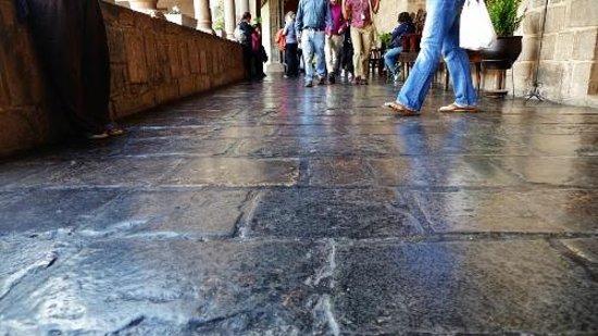 Convento de Santo Domingo: Stone floor