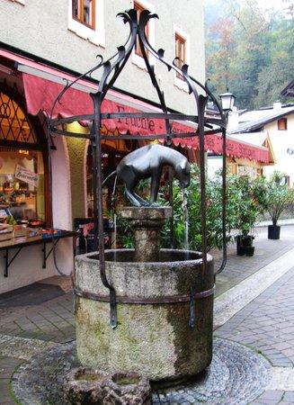 Goldener Bär: Interesting Fountain