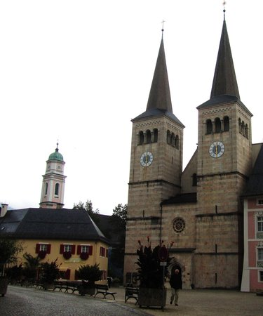Goldener Bär: Twin Clock Towers