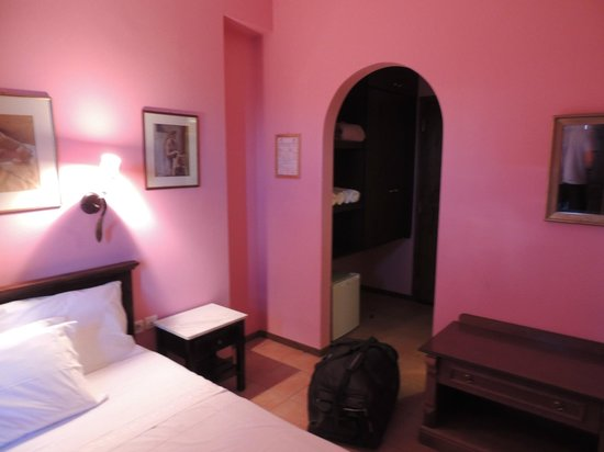 Nefeles Guesthouse: Chambre