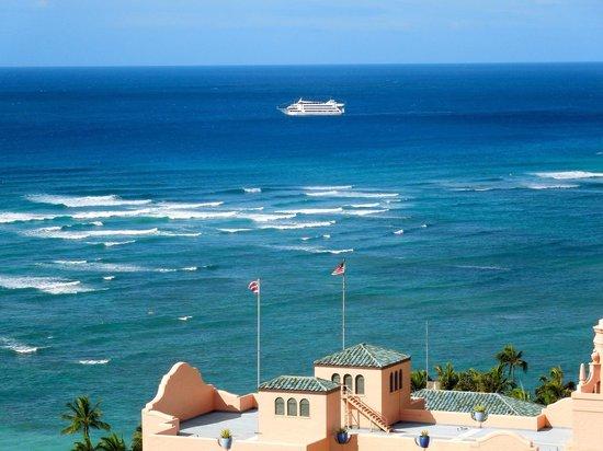 Holiday Inn Resort Waikiki Beachcomber: ロイヤルハワイアンが目の前。オーシャンビュー