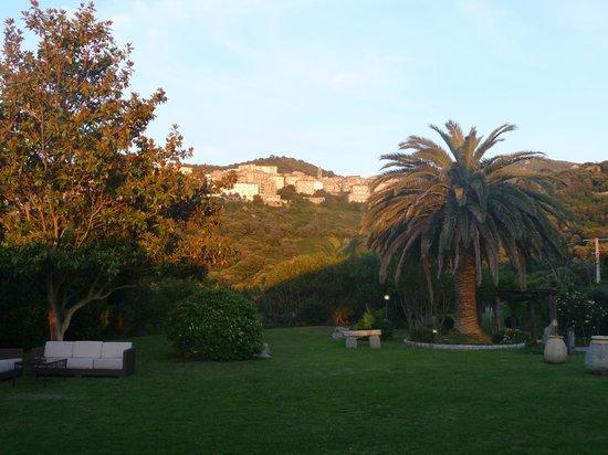 Santa Barbara: le jardin avec la vue sur Sartène