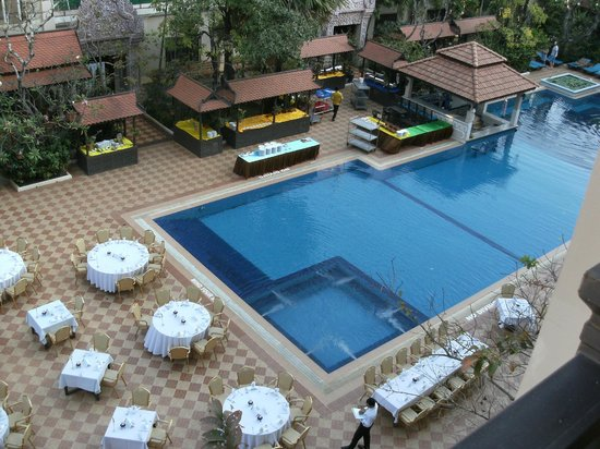 Hotel Somadevi Angkor Resort & Spa: View from the room on the 4th floor