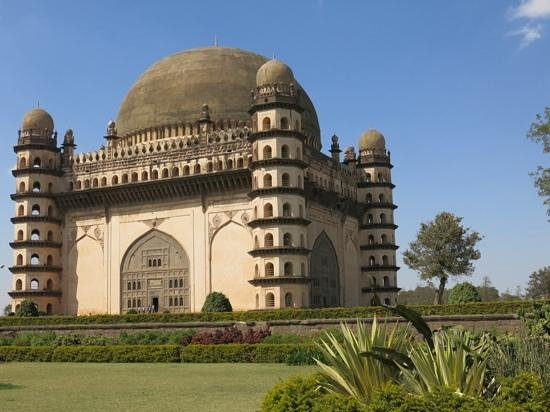 Gol Gumbaz : The nosiest whispering gallery