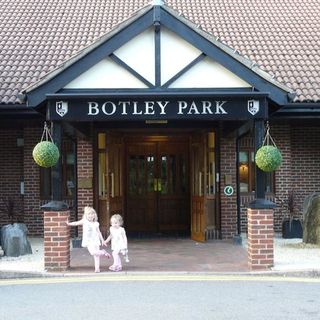 Macdonald Botley Park Hotel & Spa, Southampton: The Girls outside