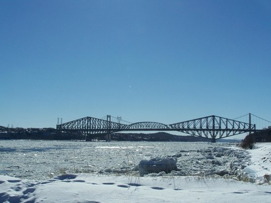 La Promenade Samuel-De Champlain: La station des Cageux, les 2 ponts de Québec en hiver