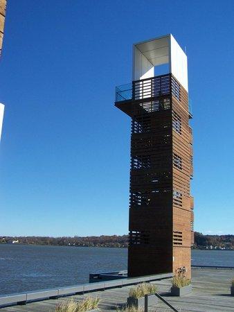 La Promenade Samuel-De Champlain: La tour d'observation, Promenade Samuel-de-Champlain