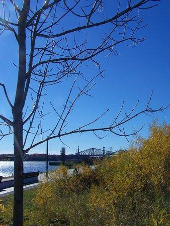 La Promenade Samuel-De Champlain: Vue spectaculaire sur les 2 ponts de Québec