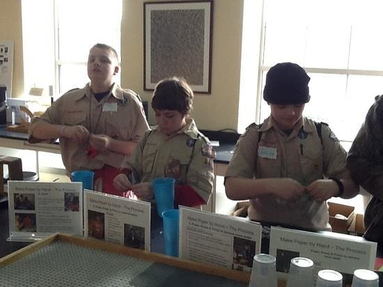 Paper Discovery Center : Scouts making paper.