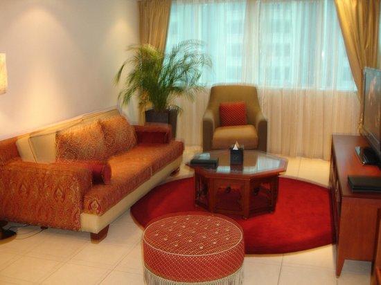 Tamani Hotel Marina: Sitting Room