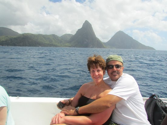 Joe Knows Tours: Pictures in front of the Pitons