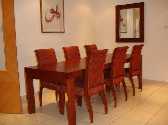 Tamani Hotel Marina : Dining Table