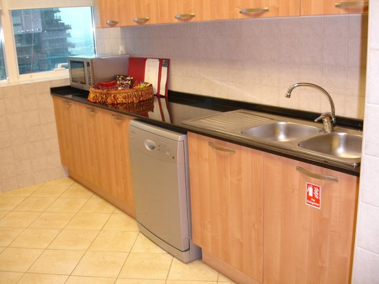Tamani Hotel Marina : Kitchen