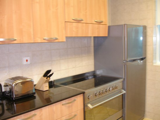Tamani Hotel Marina : Fully fitted kitchen