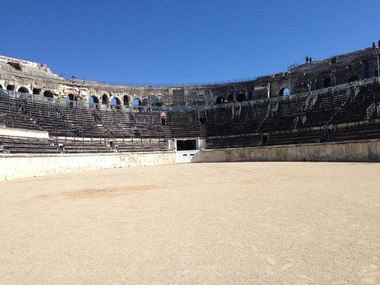 Arenes de Nimes: Arena