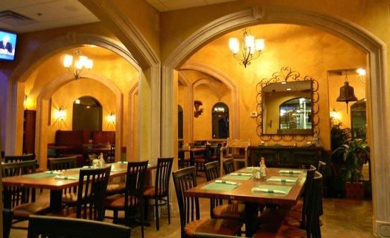 Los Mezcales: Dininig area