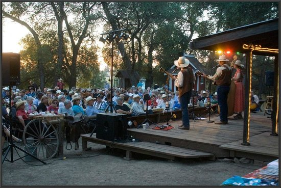 Live music in Fiddletown's Red Mule Ranch (Scofield's Cowboy Campfire)