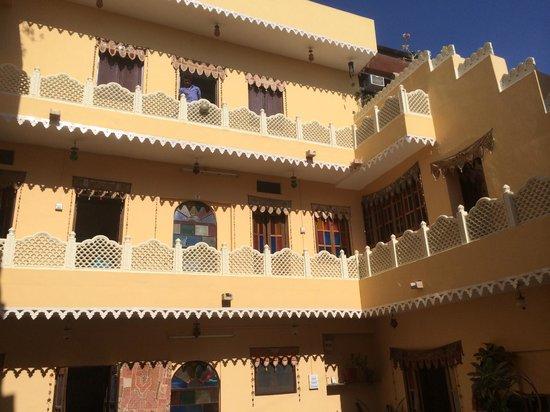 Durag Niwas Guesthouse: Dans la cour