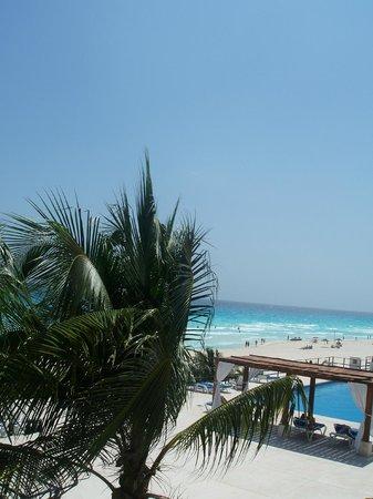Flamingo Cancun Resort: ue de la chambre cote piscine detente