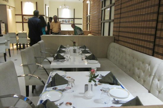 Hotel Sandesh The Prince: restaurant