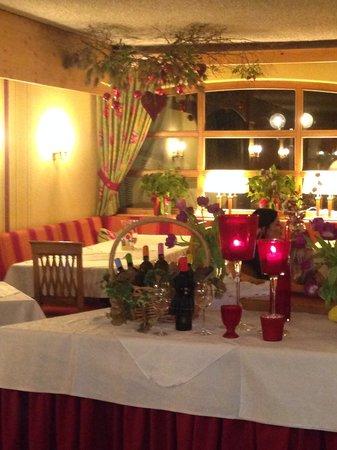 Kolmhof Hotel : Wunderschön dekorierter Essbereich