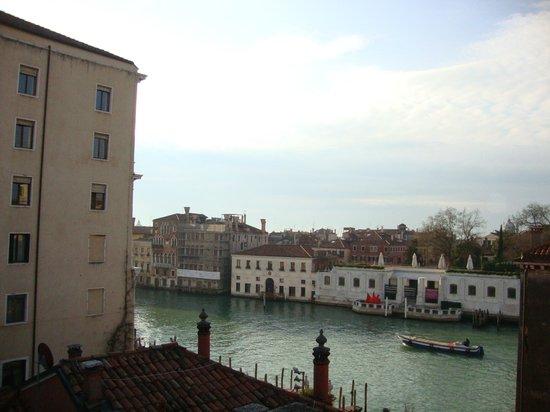 Hotel Dei Dragomanni : Vista da janela do quarto 25