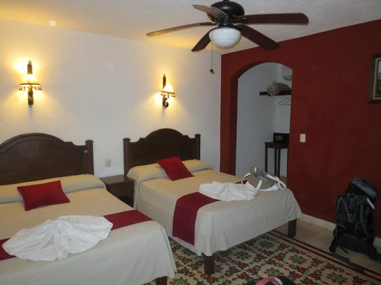 hotel colonial la aurora: Clean rooms in colonial style
