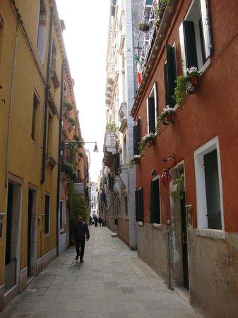 Hotel Dei Dragomanni : Viela onde fica o Hotel