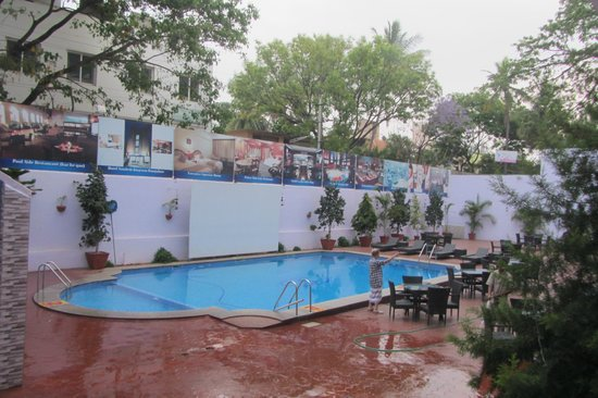 Hotel Sandesh The Prince: Pool