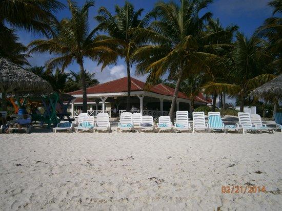 Taino Beach Resort & Clubs : Beach with Restaurant in background