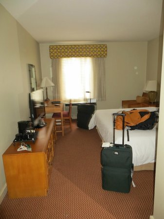 Quality Hotel Real San Jose: Room with king bed