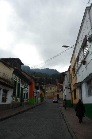 Sayta Hostal: Llegando... a lo lejos Sayta Hostel, Bogota. Colombia