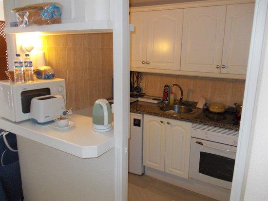 HOVIMA La Pinta Beachfront Family Hotel: Aneks kuchenny
