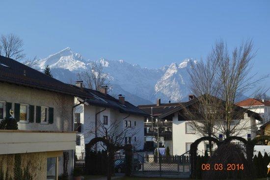 "Wittelsbacher Hof Swiss Quality Hotel : ""Habitacion Superior"" - vista de Zugspitze desde el Balcon"