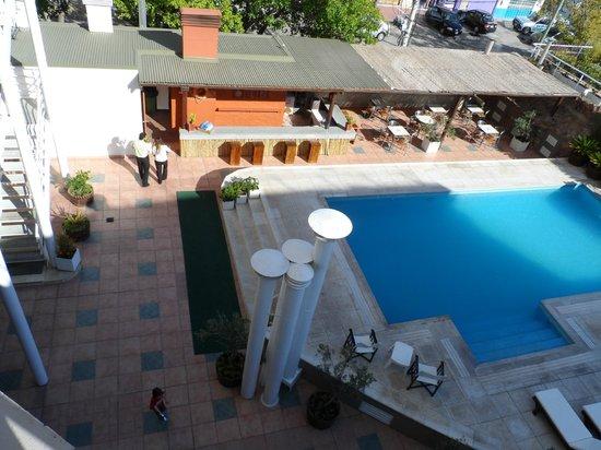 Tower Inn & Suites San Rafael: Bar-Pile