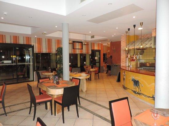 Kyriad Avignon - Courtine Gare : salle de restaurant une partie