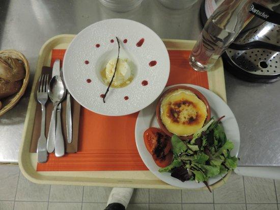 Kyriad Avignon - Courtine Gare : assiette de room service le soir,