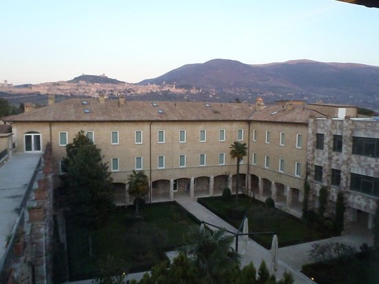 Hotel Cenacolo: View of central courtyard