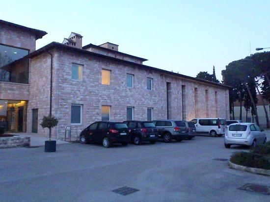 Hotel Cenacolo : Again outside hotel