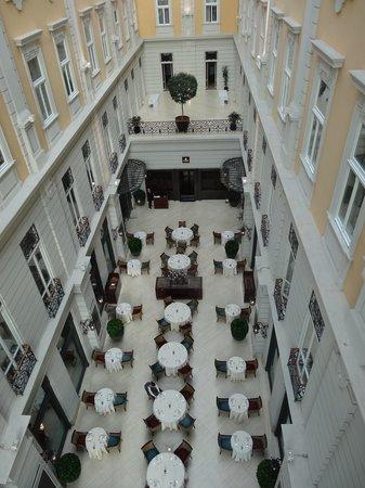 Corinthia Hotel Budapest: Magnifique galerie de l'hôtel