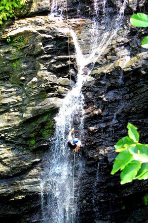 Quepo Canyoning: Waterfall rappelling