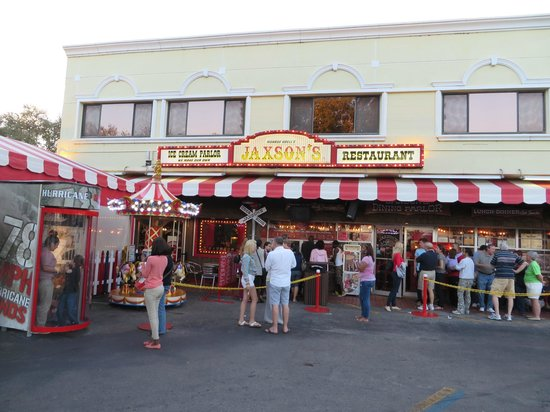 Super 8 Dania Fort Lauderdale Airport Port Everglades: Very popular casual eatery