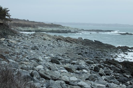 Sachuest Point National Wildlife Refuge: Rocky shoreline.