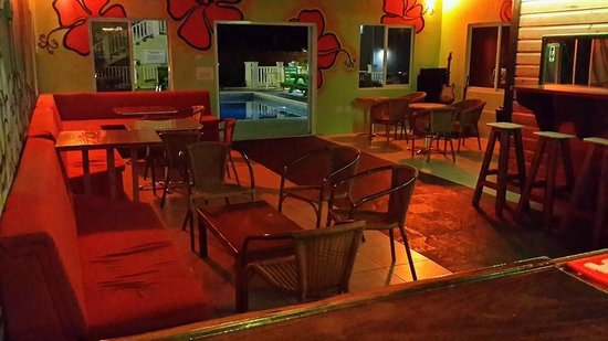 Cloud 9 Bar & Grill: Inside seating