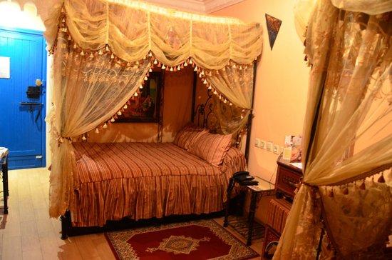 Moroccan House Hotel Casablanca: Кровать в номере