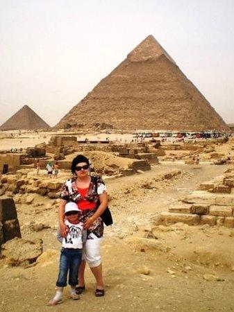 Plateau de Gizeh : Вид на пирамиды