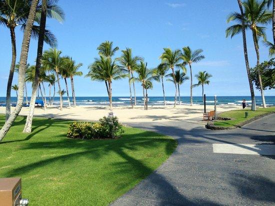 Mauna Lani Bay Hotel & Bungalows: The beach, just steps away