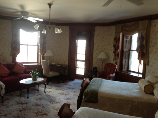 Mohonk Mountain House: Room With Balcony/view